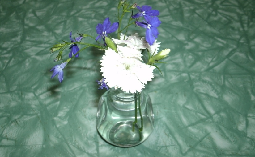 Tiny Bouquets add Charm to Kitchen Tables